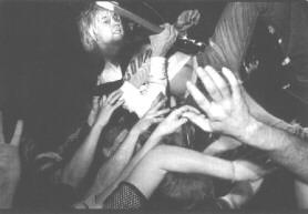 cobain crowdsurfing